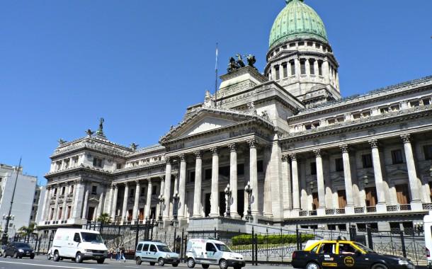 Por ley, los contratos de adhesión serán públicos